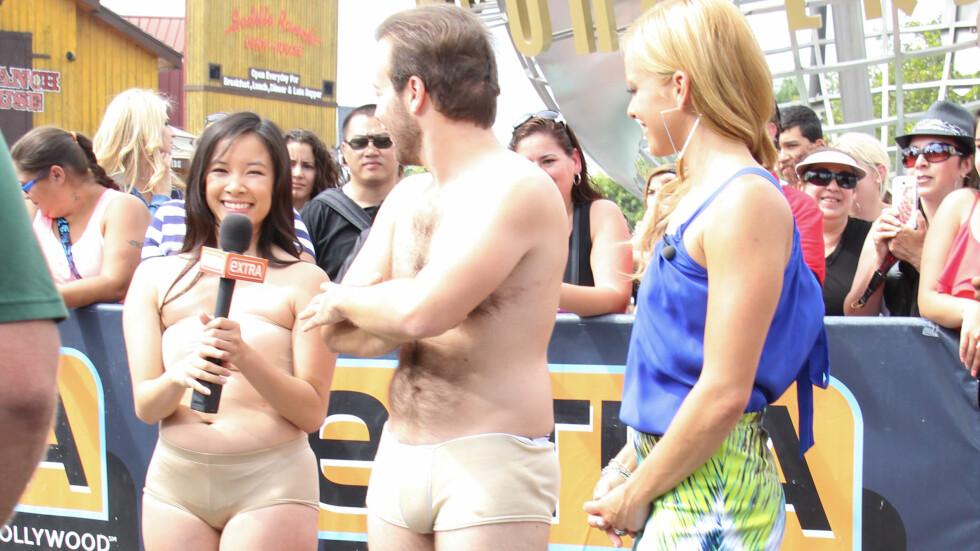TV-EKSPERIMENT: VH1 har omtalt «Dating Naked» som et nytt, sosialt eksperiment der deltakerne viser frem «alt» før de blir kjent med hverandre. Her er Amy Paffrath sammen med to av deltakerne - som trolig var mer fornøyde enn Jessie - på «Extra» i sommer. Foto: Splash News/ All Over Press