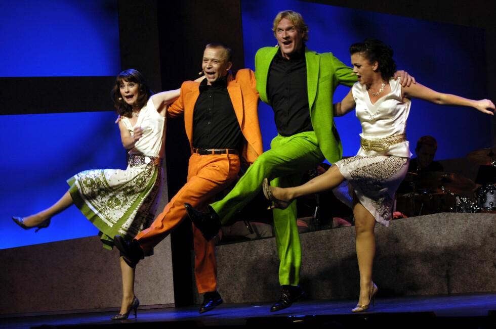 "2005: Her med Lisa Stokke, Brede Bøe og Hilde Lyrån i den musikalske revyen: ""Vi er i hundre."" Foto: Aftenposten"