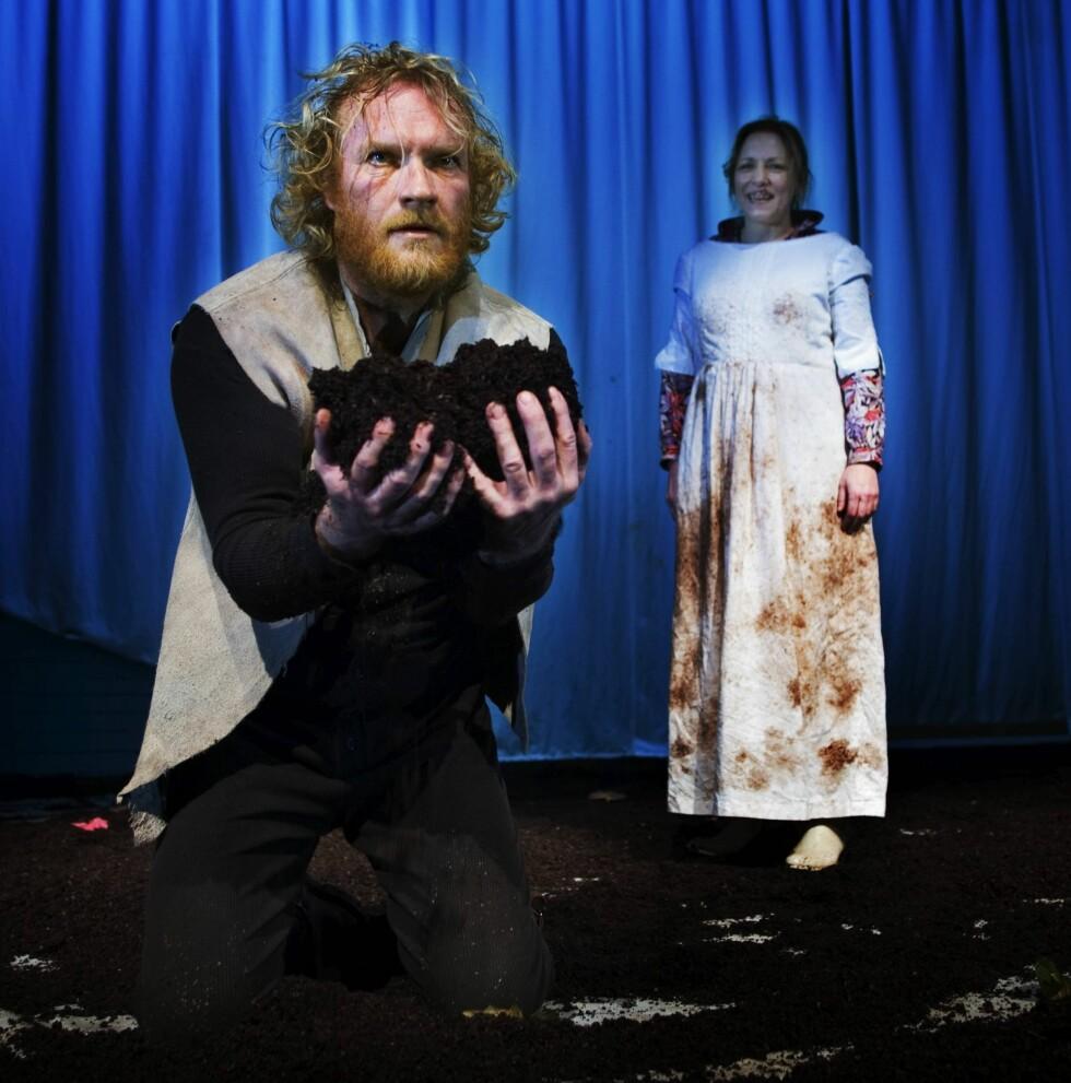 """2007: Teaterprøve på """"Markens grøde"""" med Sven Nordin som Isak og Anne Krigsvoll som Inger.   Foto: Aftenposten"""