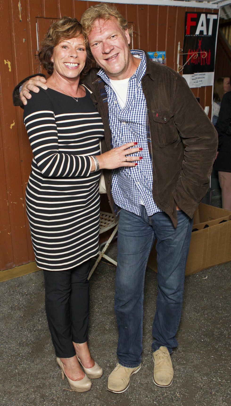 LYKKELIG GIFT: Dette bildet av Sven og kona Torild er tatt i 2012. Da feiret paret 30-årsjubileum som par. Foto: Andreas Fadum