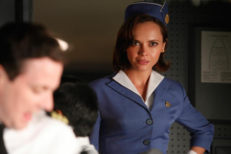 TV-FLYVERTINNE: Christina Ricci i TV-serien «Pan Am», som her til lands ble sendt på TV3. Foto: Stella Pictures