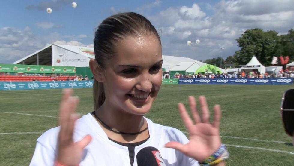 HANDS: Adelén tok ballen med hånda, noe som førte til at det ble straffe for det andre laget.