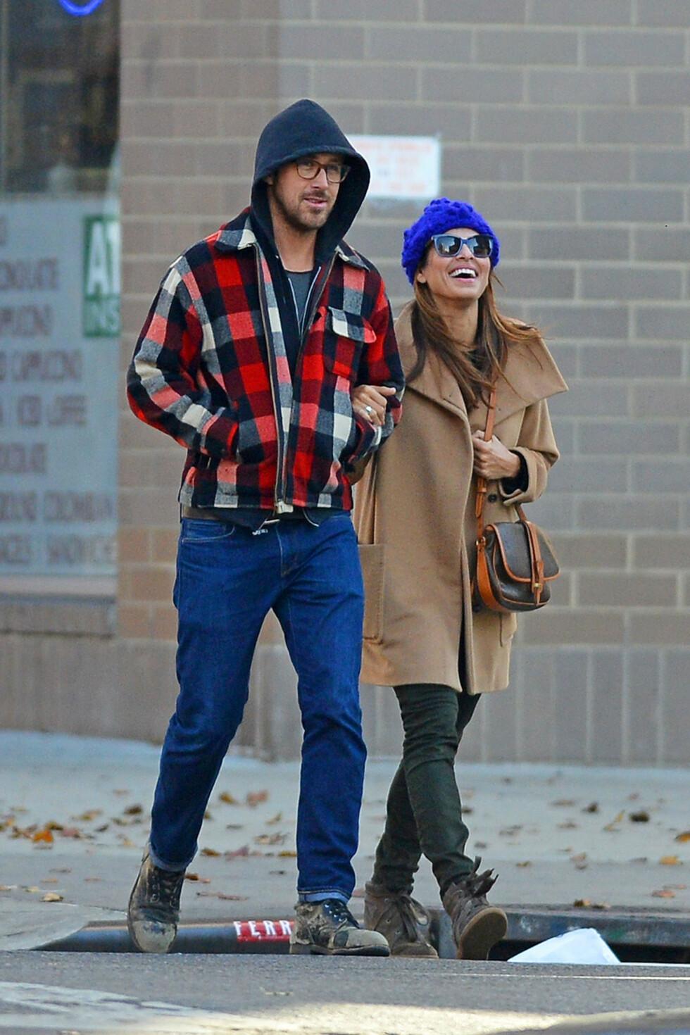 HADDE SLÅTT OPP: Men etter at graviditeten var et faktum, er Gosling fast bestemt på å være der for Mendes. Foto: PacificCoastNews.com/All Over Pr