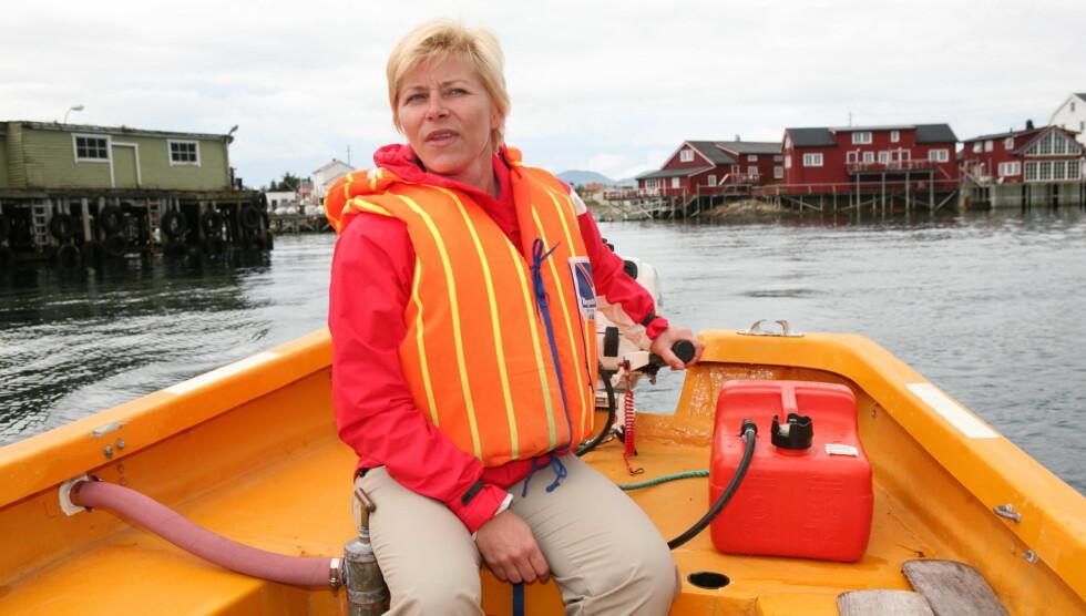 NYTER SOMMERFERIEN: Siv Jensen elsker å tilbringe sommerdagene ved sitt sommersted i Oslofjorden. Foto: Espen Solli, Se og Hør