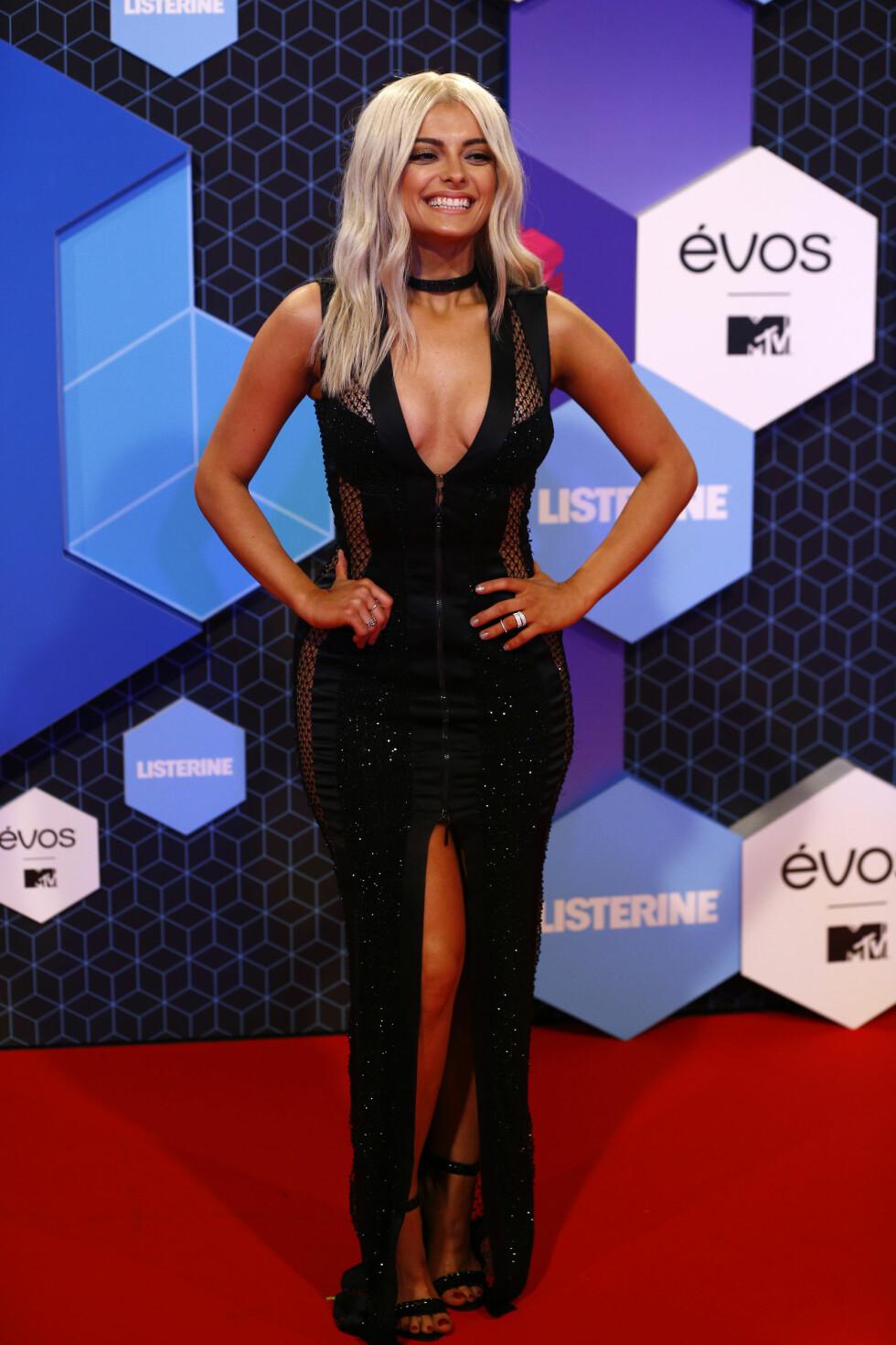 Årets MTV EMA-programleder, sangeren Bebe Rexha. Foto: Reuters