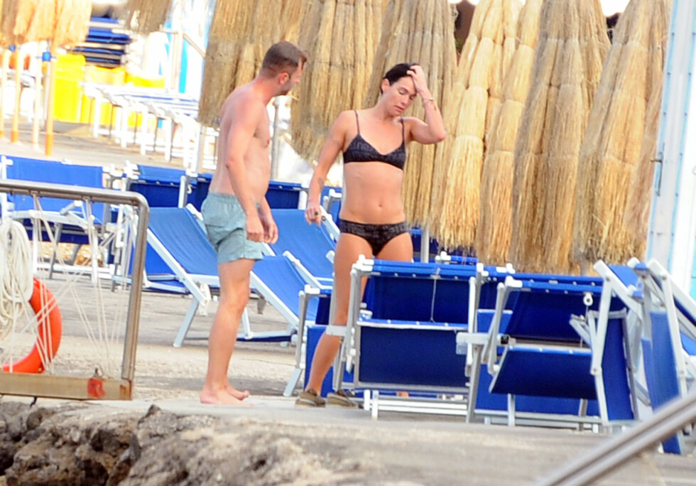VELTRENT: Us Weekly omtaler kroppen til Lena Headey i beundrende ordelag og roser den stramme magen hennes. Foto: Gigi Iorio/Splash News/All Over Press