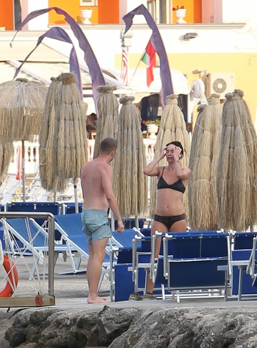 KLAR FOR FEST: Etter badingen på onsdag deltok Lena Headey på en gallamiddag samme kveld. Om kameraten var med på det også, er ikke kjent.  Foto: Eugenio Blasio/Splash News/All Over Press
