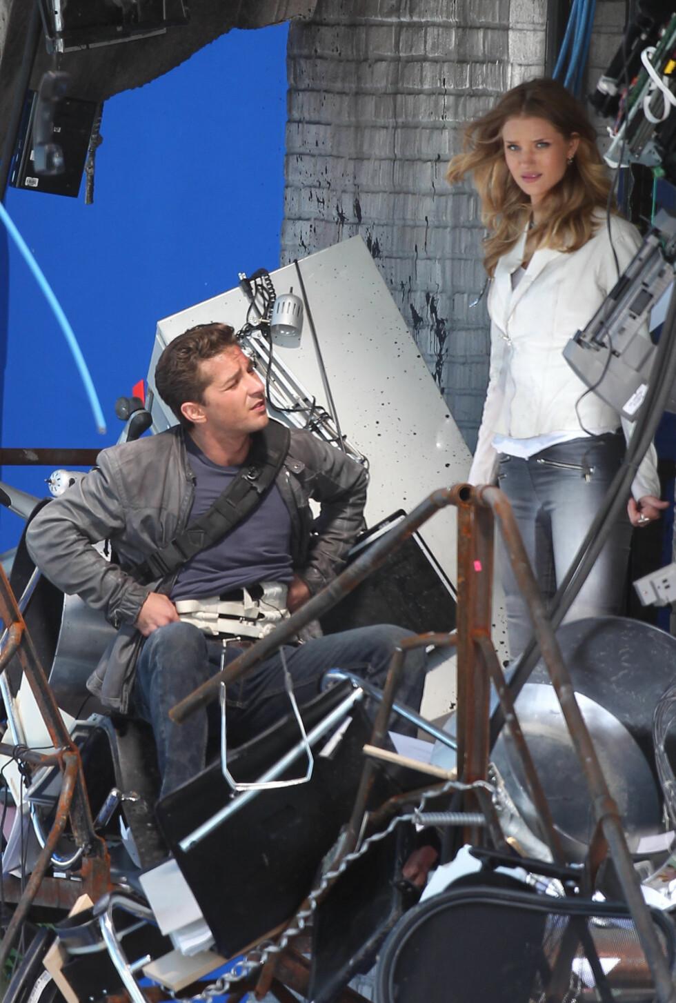 DENGANG DA: Shia LaBeouf og Rosie Huntington-Whiteley sammen på settet til til filmen «Transformers: Dark Of The Moon» i 2011.