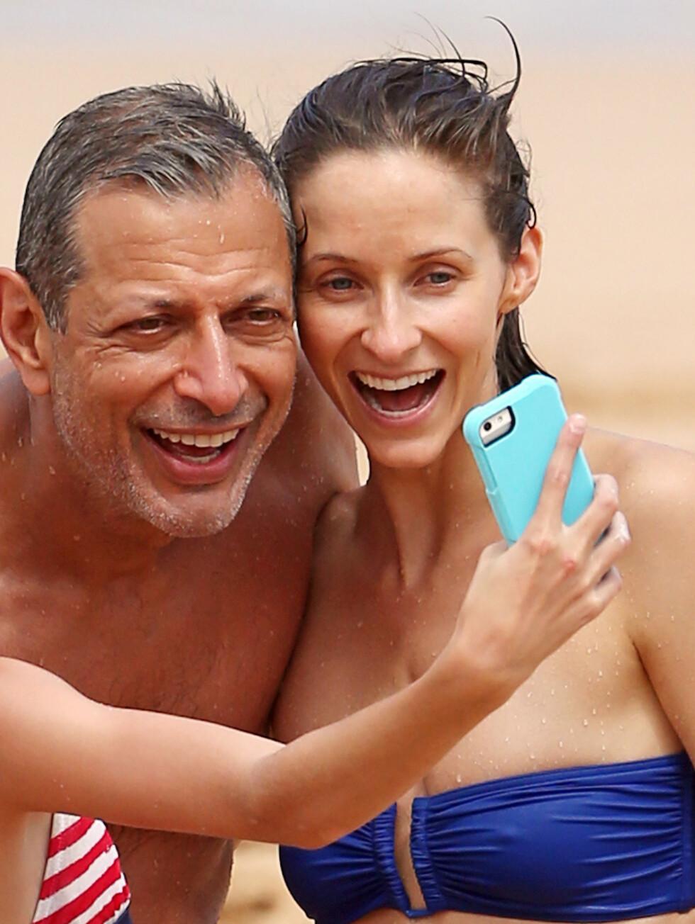 NYFORLOVET: Jeff Goldblum og Emilie Livingston legger ikke skjul på at de gleder seg til å bli mann og kone. Foto: Stella Pictures