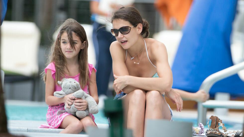 STORTRIVES: - Å være mamma er den største gaven i livet, sier Katie Holmes om det å være mamma til Suri.  Ref: SPL674523  010114   Picture by: Splash News  Splash News and Pictures Los Angeles:310-821-2666 New York:212-619-2666 London:870-934-2666 photodesk@splashnews.com   All Over Press Foto: Splash News/All Over Press