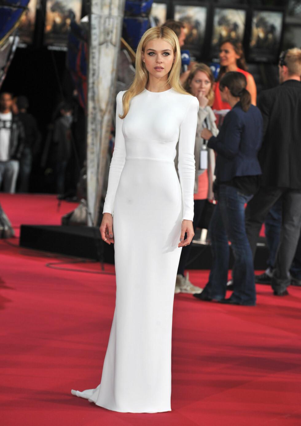 ELEGANT: Nicolas ettersittende, hvite kjole fra Stella McCartney var akkurat passe sexy, da den hadde utringning i ryggen fremfor foran. Foto: B. Cool/Splash News/All Over Press