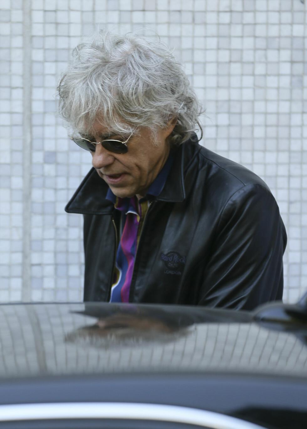 TYDELIG PREGET: Det var en preget Geldof som viste seg utenfor TV-studioet fredag morgen. Foto: Simon Earl / Splash News/ All Over Press