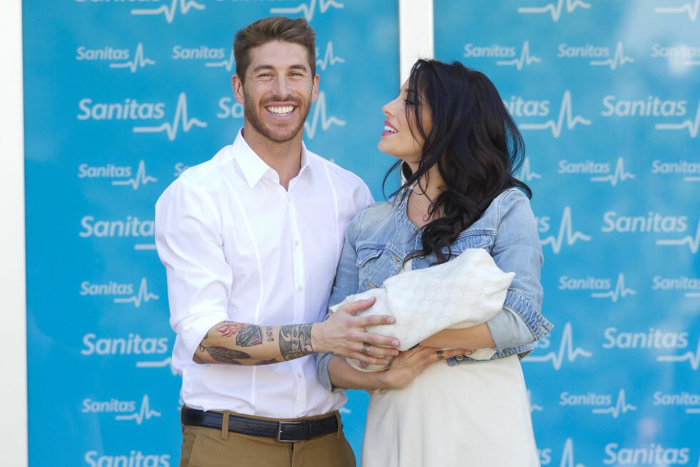 NYBAKTE FORELDRE: I april i år ble den spanske spilleren Sergio Ramos og kjæresten Pilar Rubio foreldre for første gang. Foto: action press/All Over Press