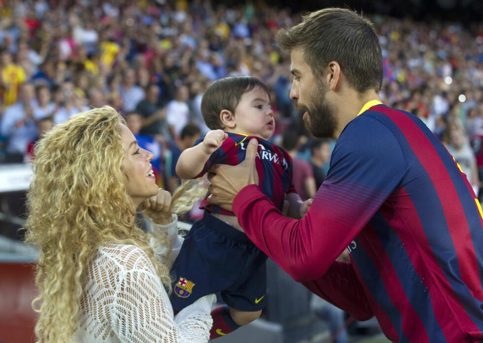 TRIO: Shakira, Milan og Gerard Pique etter en Barcelona-kamp. Foto: action press/All Over Press