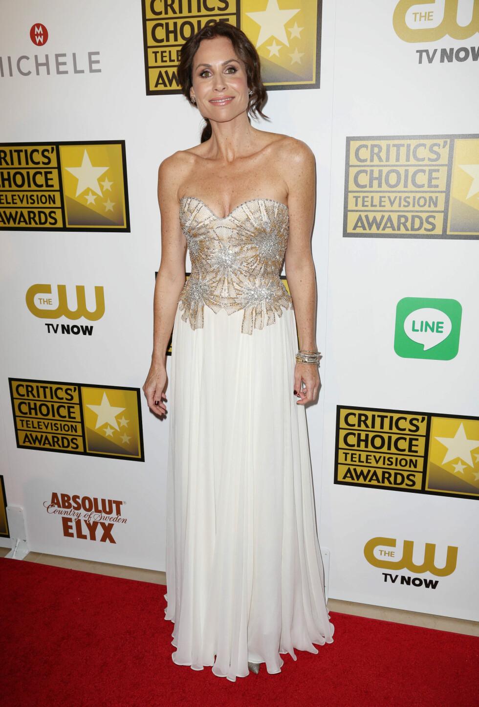Skuespilleren kom i en kjole med florlett skjørt og en krystall-dekorert topp.  Foto: REX/Matt Baron/BEI/All Over Press
