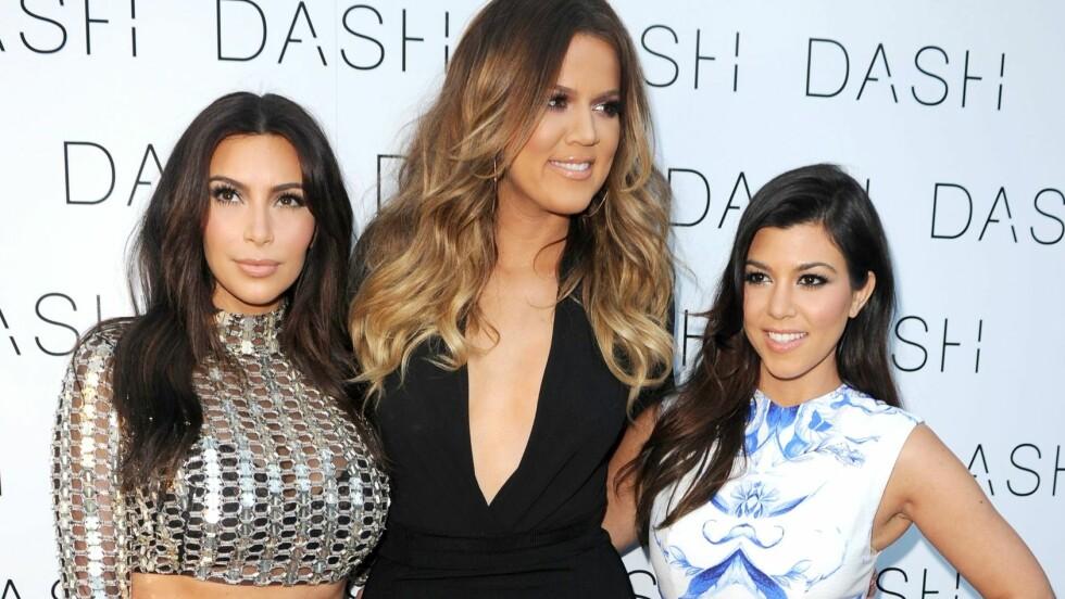 I LYKKELIGE OMSTENDIGHETER: Kourtney Kardashian (til høyre) venter sitt tredje barn. Her er hun sammen med sine berømte søstre Kim og Khloé.  Foto: REX/MediaPunch/All Over Press