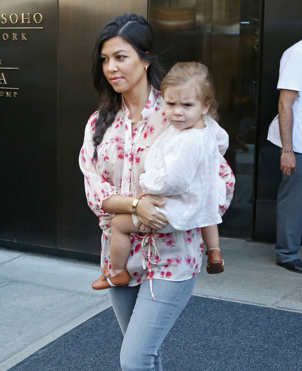 ELSKER MORSROLLEN: Kourtney har sønnen Mason og datteren Penelope.  Foto: PacificCoastNews/All Over Press