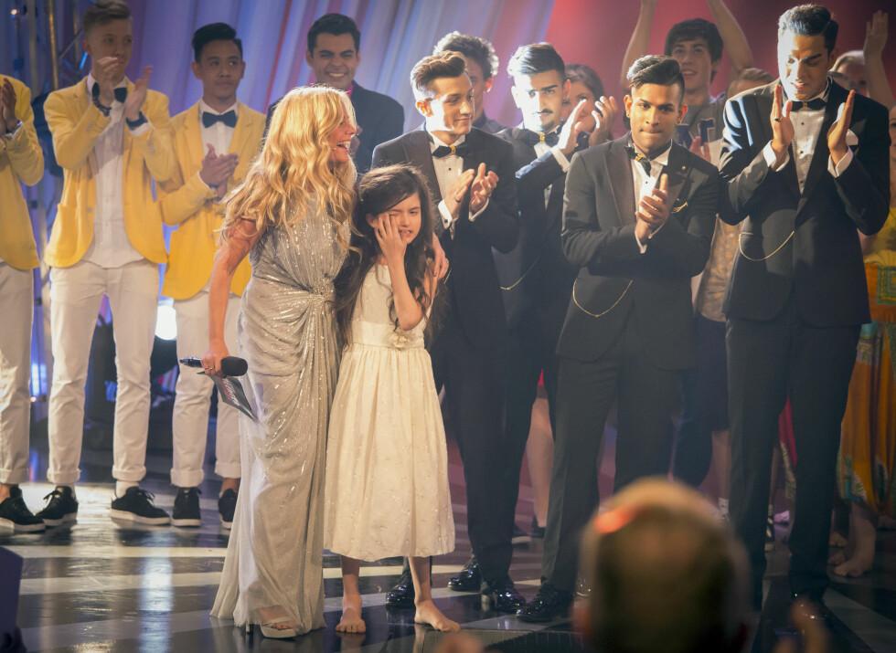 GLEDESTÅRER: Angelina måtte tørke noen tårer da det ble klart at hun hadde vunnet konkurransen. Foto: Tor Lindseth