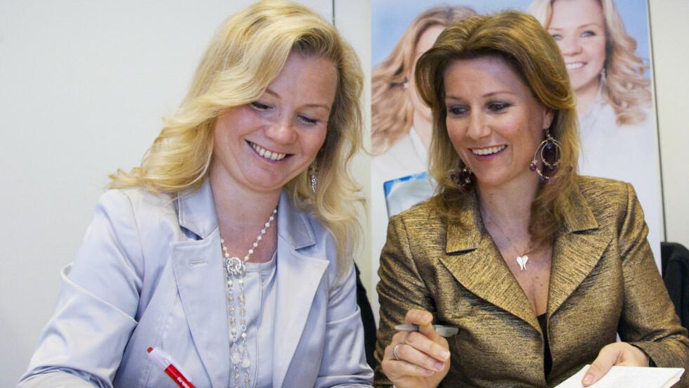 RADARPAR: Prinsesse Märtha Louise og Elisabeth Nordeng har hatt stor sukess med engleskolen.    Foto: Se og Hør