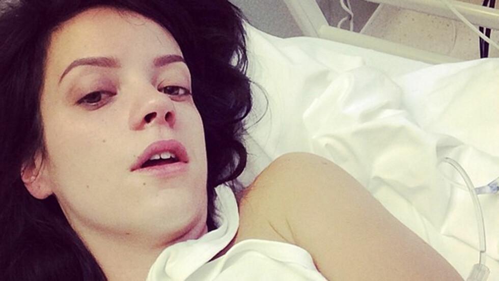 PÅ SYKEHUS: Lily Allen varslet selv fansen etter at hun ble innlagt på sykehus torsdag. Foto: Instagram