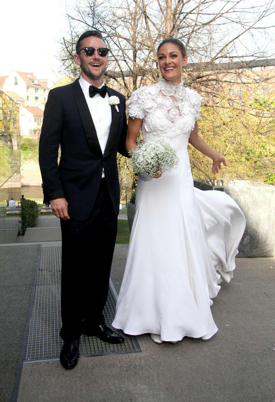 GIFTET SEG: Lørdag ble Thomas «Fingern» Gullestad og Jenny Skavlan mann og kone under en vielse på Doga i Oslo sentrum.  Foto: FameFlynet Norway