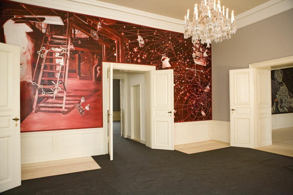 KUNSTPAUSE: Mens du venter i forværelset til kronprins Frederiks audiensrom kan du studere et moderne veggmaleri av kunstneren Morten Schelde. Foto: All Over Press Denmark