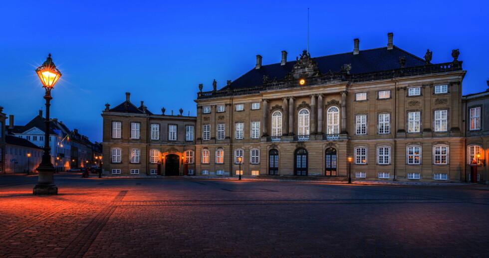 SENTRALT: Amalienborg Slott ligger sentralt plassert midt i København. Foto: imago/imagebroker/ All Over Pres