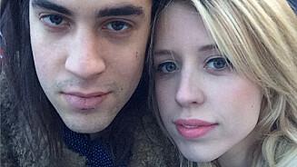I SORG: Enkemannen Tom Cohen er knust etter konas dødsfall. Ifølge britiske nettsteder ønsker ikke Cohen å flytte tilbake til huset familien på fire delte utenfor London. Foto: REX/All Over Press