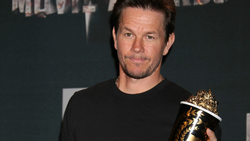 FØLTE SEG GAMMEL: Mark Wahlberg følte seg i eldste laget da han fikk hederspris under MTV Movie Awards natt til mandag. Fra scenen spøkte han med sin egen karriere og alt han har gjort før han slo gjennom som skuespiller.  Foto: REX/Jim Smeal/BEI/All Over Press