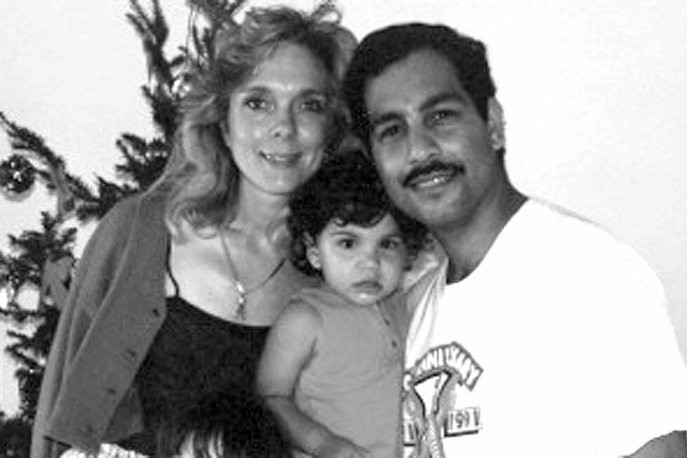 <strong>SOM LITE BARN:</strong> Farrah med moren Debra og faren Michael. Paret skilte seg i 2010. Foto: Splash News/ All Over Press