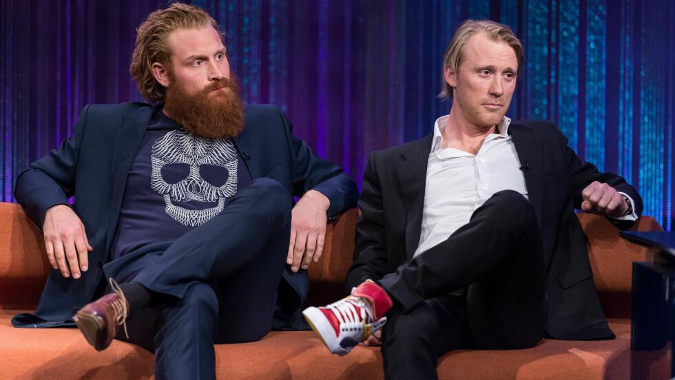 FORETREKKER SKJEGG: «Game of Thrones»-stjernen gjestet fredag «Senkveld» på TV 2 sammen med «The Vikings»-stjernen Thorbjørn Harr. Mens Harr har fjernet skjegget etter endt TV-innspilling, vil ikke Hivju barbere sge hver dag. Torsdag viste han en festlig «klippesituasjon» for fansen på YouTube. Foto: FameFlynet Norway