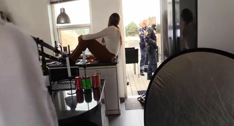 <strong>FIKK POLITI PÅ DØRA:</strong> Dansk politi oppsøkte Carina Dahls musikkvideoinnspilling for å sjekke hvorfor hun brukte biler uten skilt. Foto: Rolf-Ørjan Høgset