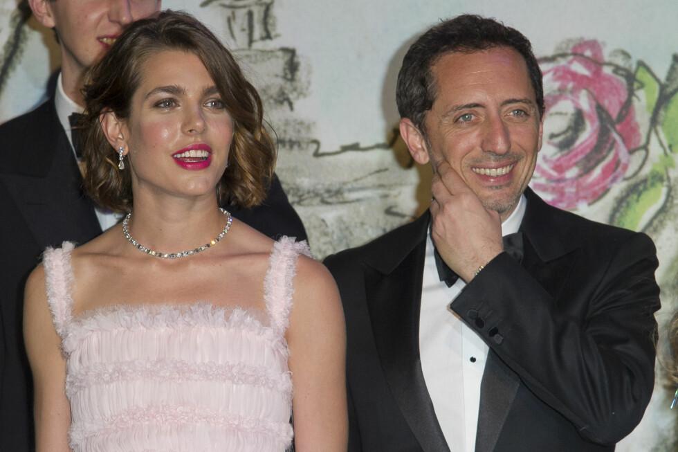 I FJOR: Charlotte Casiraghi og Gad Elmaleh viste fram kjærligheten under fjorårets Roseball i Monaco. I år var derimot ikke Elmaleh med på festlighetene. Kanskje han var hjemme med lille Raphael (3 mnd)? Foto: Stella Pictures