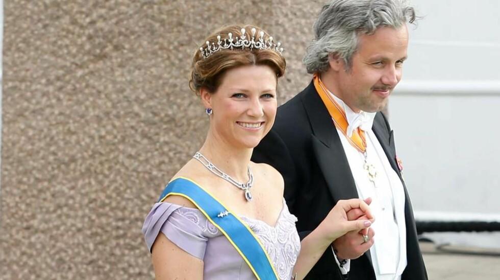 NY JOBB: Ari Behn mener det vil vekke oppsikt at kona prinsesse Märtha Louise skal ytre seg offentlig hver uke fremover. Kongeekspert Kjell Arne Totland er spent på hvilke temaer, utover engler, prinsessen og englekollegaen kommer til å ta opp.  Foto: All Over Press