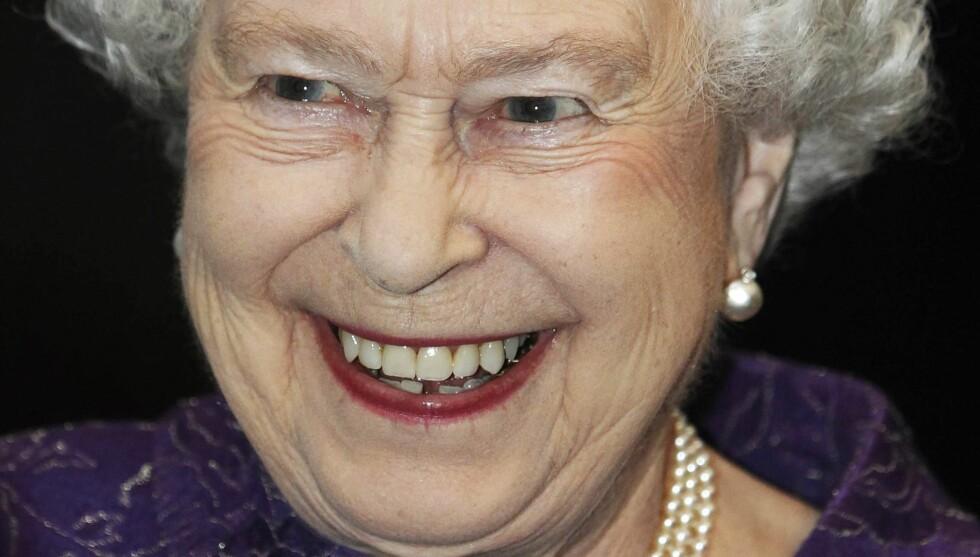 STYGGE RYKTER: Dronning Elizabeth er neppe glad for uttalelsene til komiker Russel Brand. Foto: All Over Press