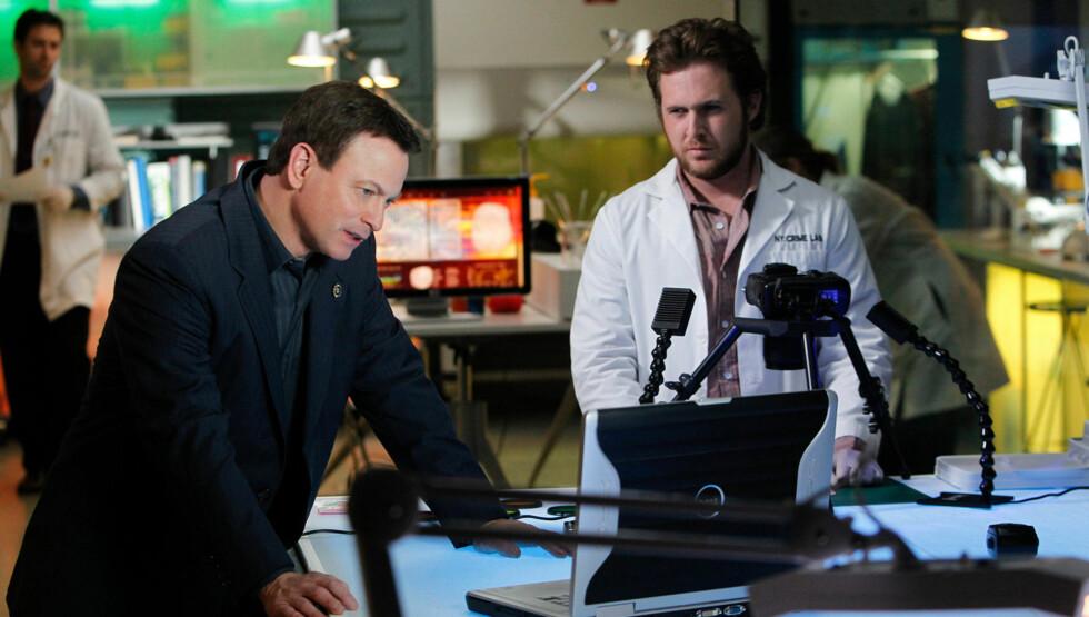 TV-STJERNE: Buckley (t.h.) spiller rollen som Adam Ross i «CSI: New York». Her sammen med hovedrolleinnehaver Gary Sinise, som spiller rollen som Mac Taylor. Foto: CBS