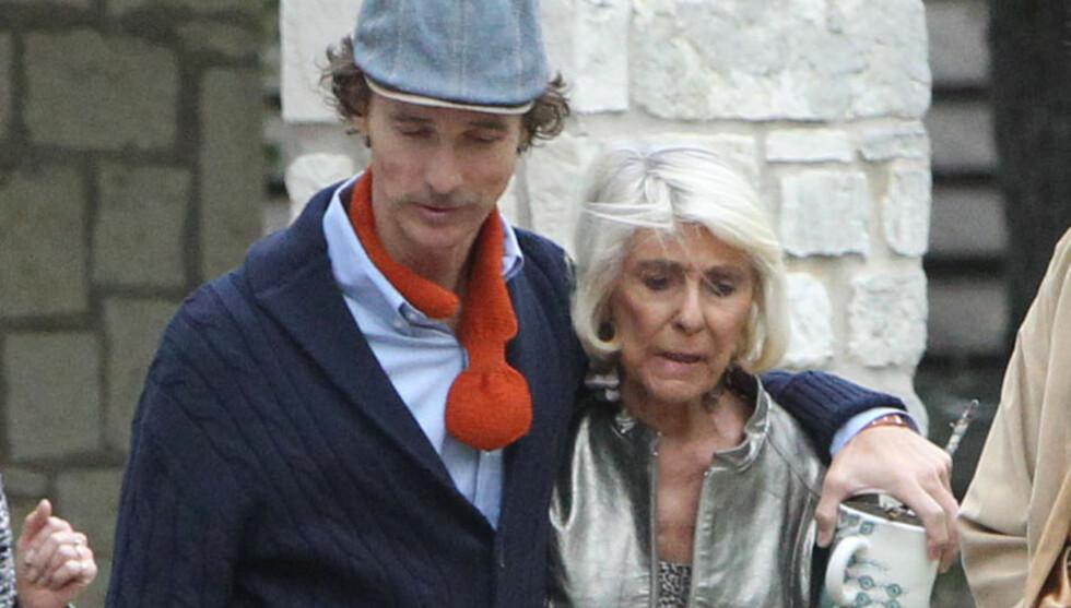 OPPSIKTSVEKKENDE TYNN: Matthew McConaughey var knapt til å kjenne igjen, da han søndag kom ut fra en gudstjeneste ved siden av moren Kay. Foto: Fame Flynet Norway