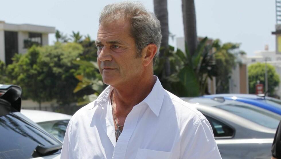 MER TRØBBEL: Mel Gibson blir saksøkt av sin 78 år gamle stemor Teddy som hevder stjernen påvirket faren til å skille seg.  Foto: All Over Press