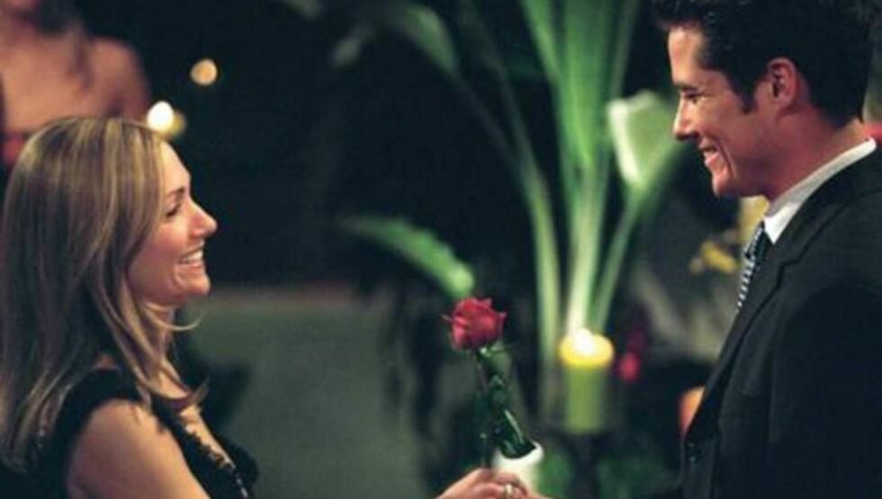 DEN GANG DA: Jen Schefft ble kjent da hun mottok den siste rosen av Andrew Firestone. Paret har i dag funnet lykken på hver sin kant. Foto: TVNorge