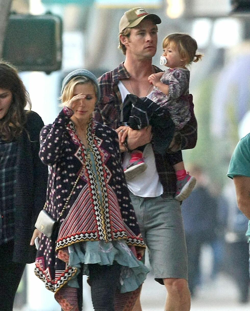 NÅ BLIR DE FEM: Chris og Elsa har datteren India Rose fra før av.  Foto: FameFlynet Sweden