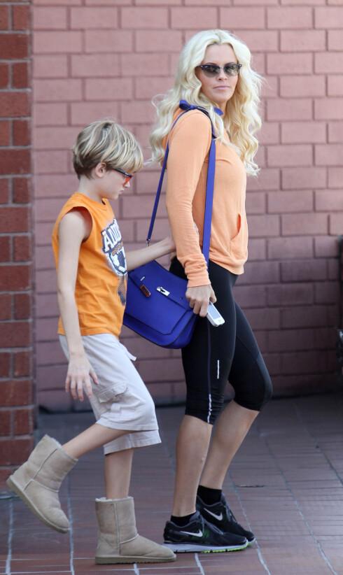 AUTISTISK SØNN: Jenny McCarthy har lenge hevdet at hun mistenker en vaksine for å være årsaken til sønnen Evans autisme. Foto: Stella Pictures