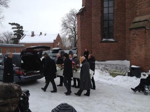 STEDT TIL HVILE: Kronprinsparet, prinsesse Märtha Louise og en rekke andre kjente venner var til stede i bisettelsen til Anbjørg Sætre Håtun i Vestre Aker Kirke.