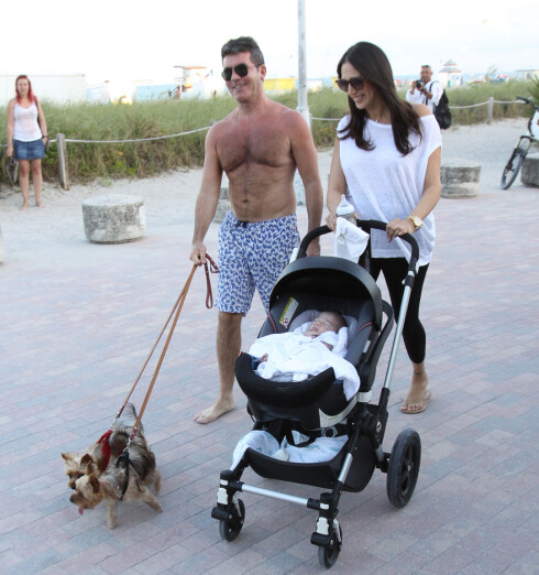 <strong>PÅ FERIE:</strong> To uker etter fødselen dro Simon Cowell og Lauren Silverman på ferie til Hawaii med sin nyfødte sønn Eric. Foto: MCCFL / Splash News/ All Over Press