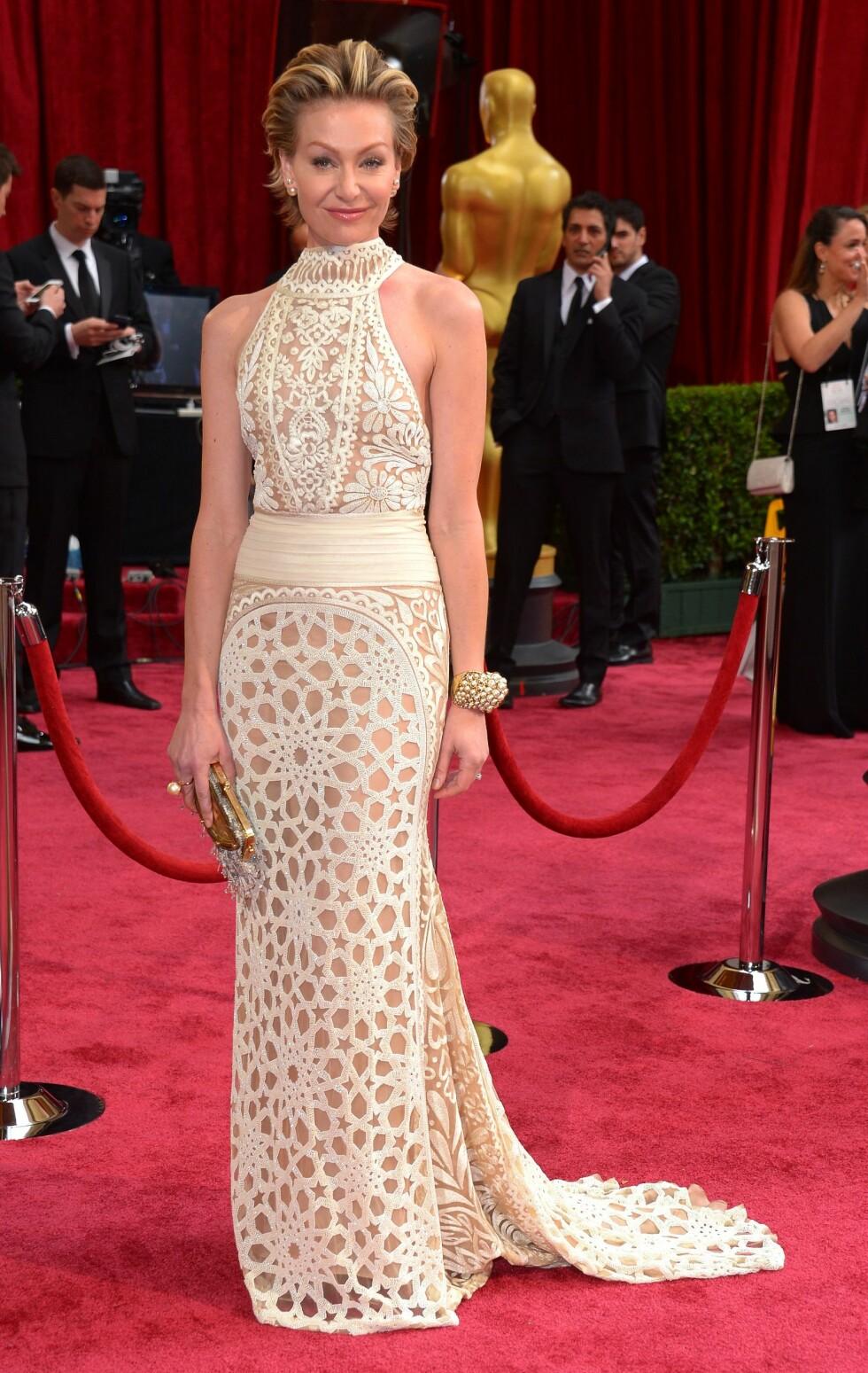 """Skuespiller Portia de Rossi (41) kjent fra TV-serien """"Ally McBeal"""" valgte en fotsid kremhvit kreasjon. Foto: REX/Stewart Cook/All Over Press"""