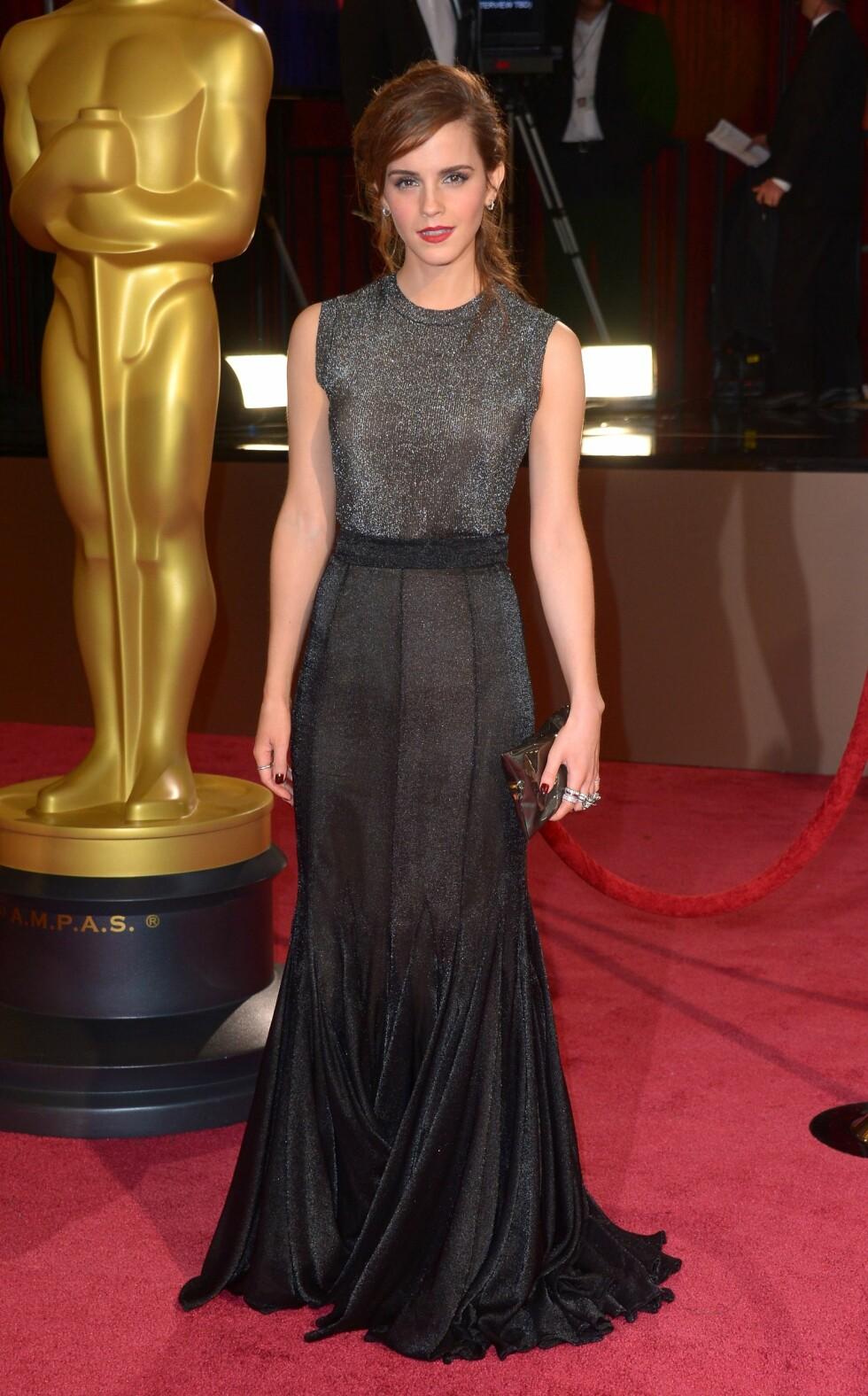 Harry Potter-stjernen Emma Watson (23) var nydelig i en svart/metallisk kreasjon. Foto: REX/Stewart Cook/All Over Press