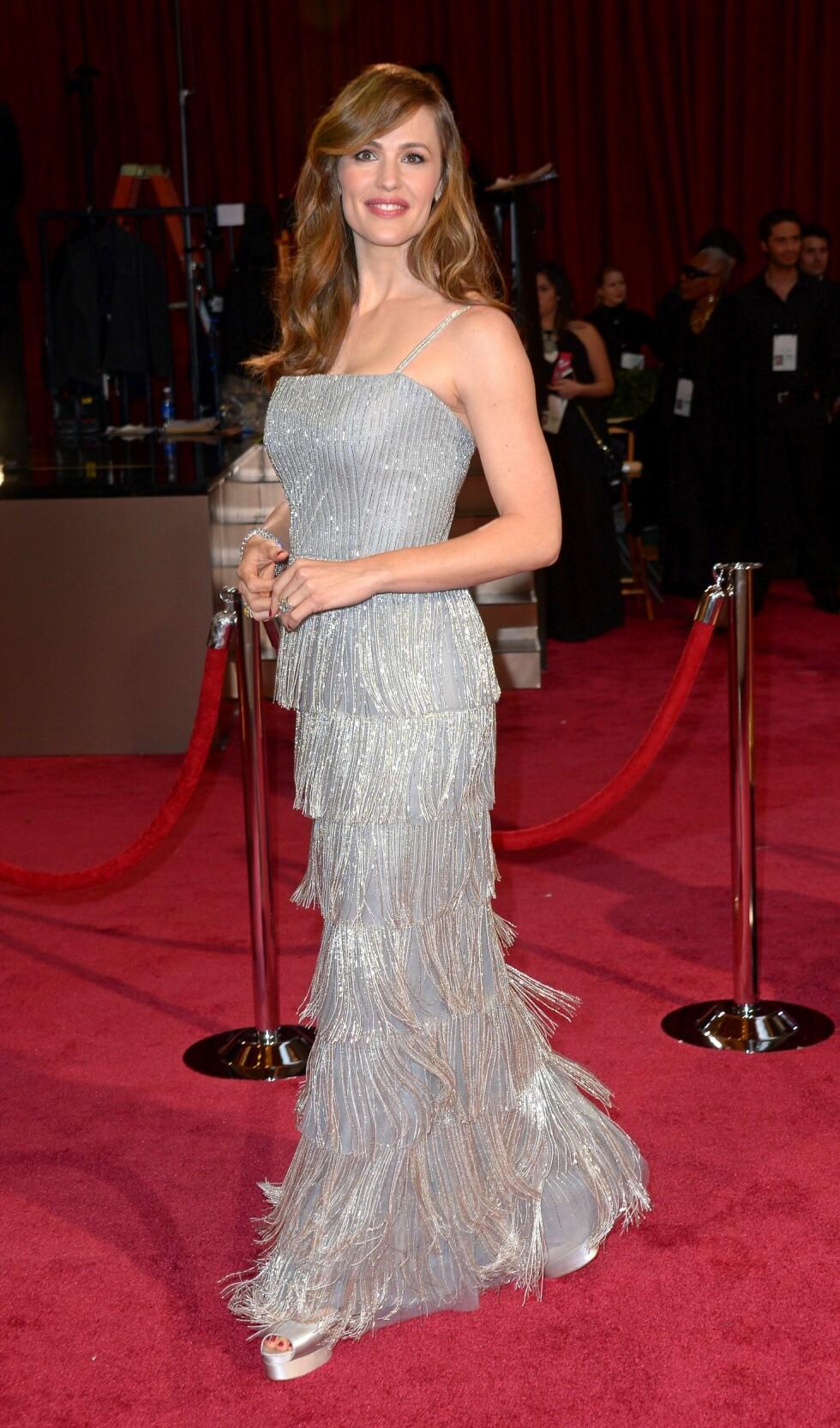 Jennifer Garner (41) glitret bokstavligtalt i blitzregnet. Foto: REX/Stewart Cook/All Over Press