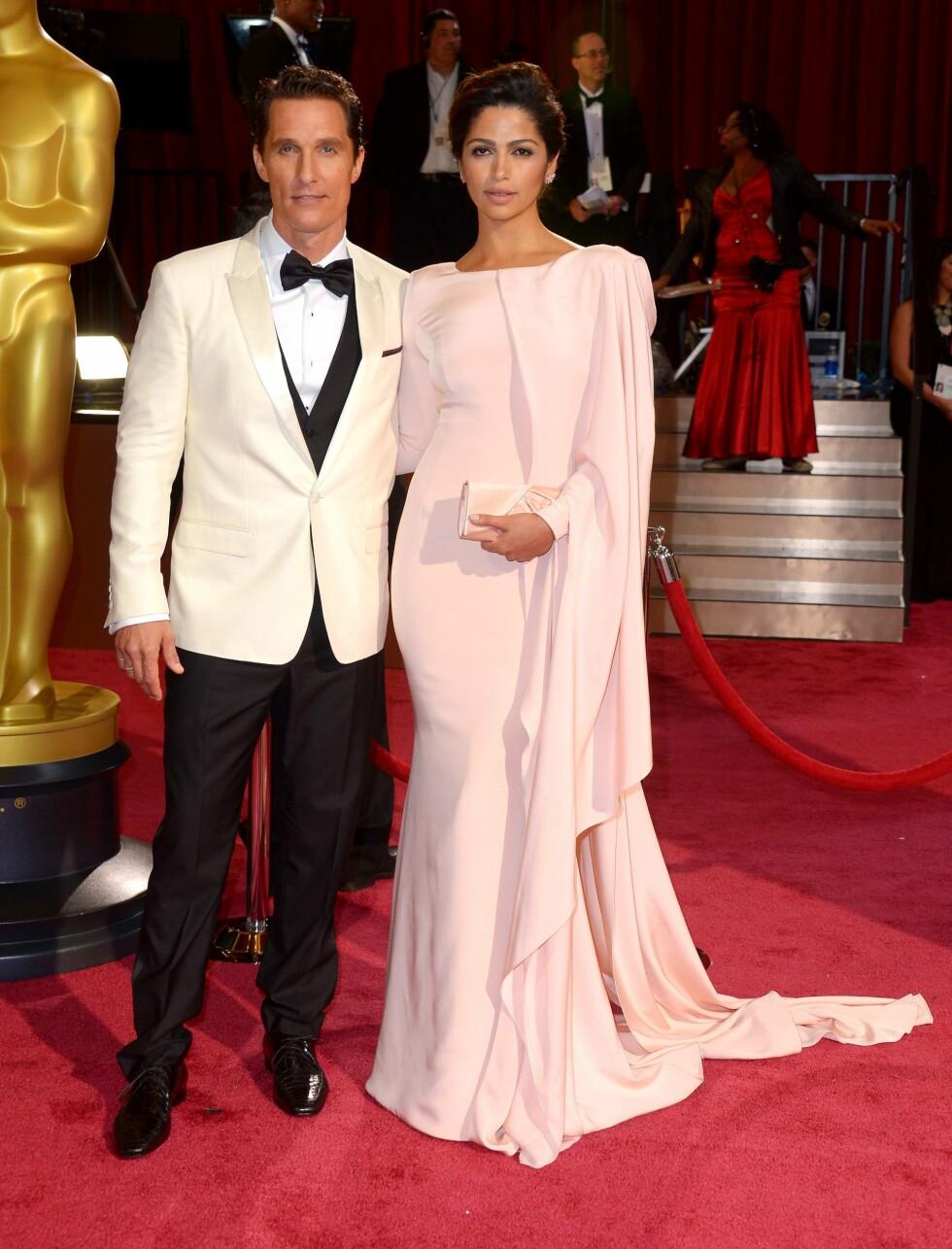 Den brasilianske modellen Camila Alves (32) og Oscar-nominerte Matthew McConaughey (44). Foto: REX/Stewart Cook/All Over Press