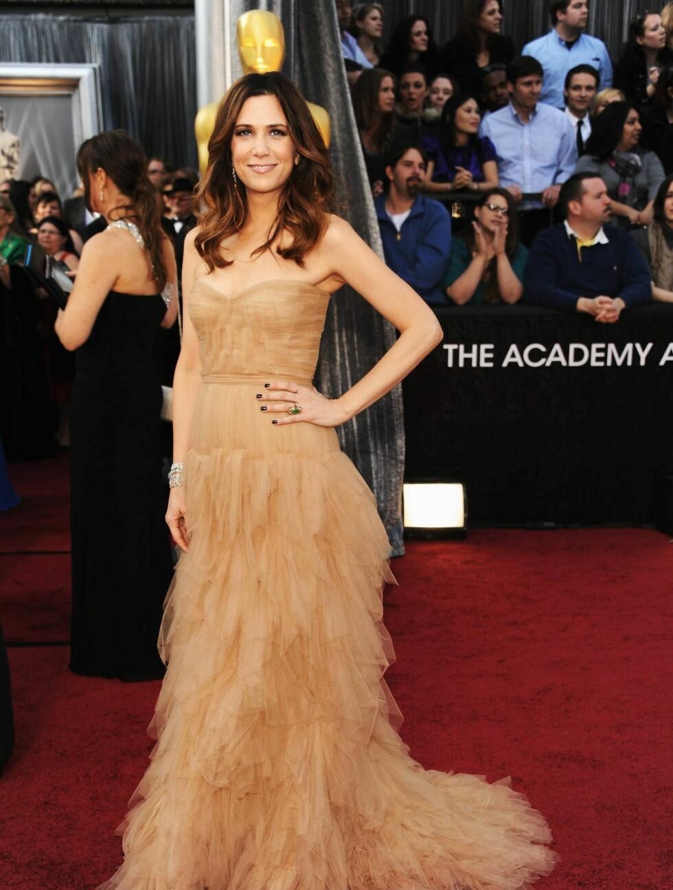 "HUDFARGET: ""Bridesmaids""-stjernen Kristen Wiig poserte i hudfarget kjole fra J. Mendell.  Foto: All Over Press"