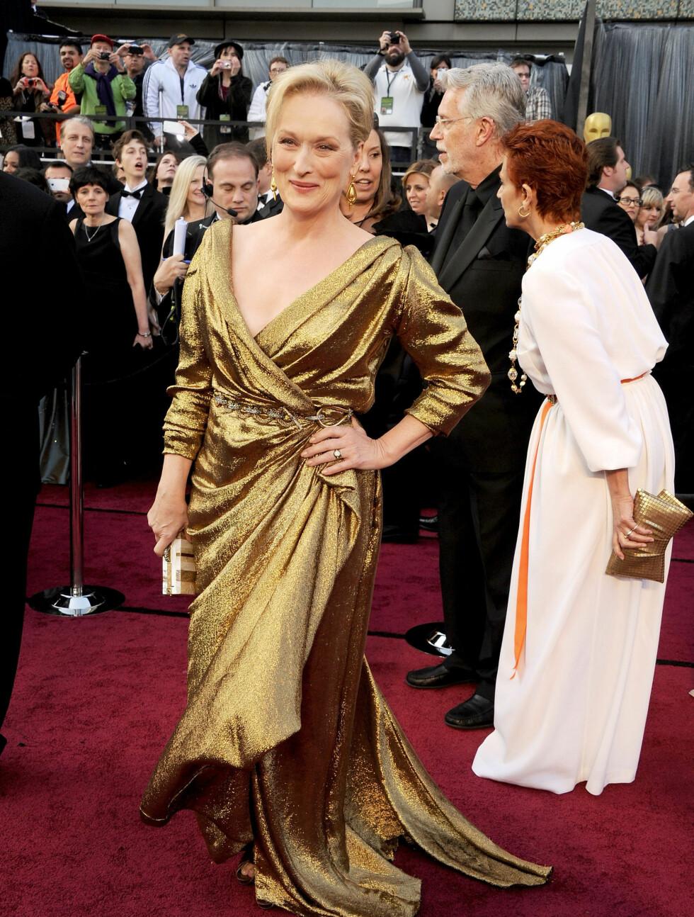 FLOTT I GULL: 62 år gamle Meryl Streep så fantastisk ut i en gullkjole med dyp kløft.  Foto: All Over Press