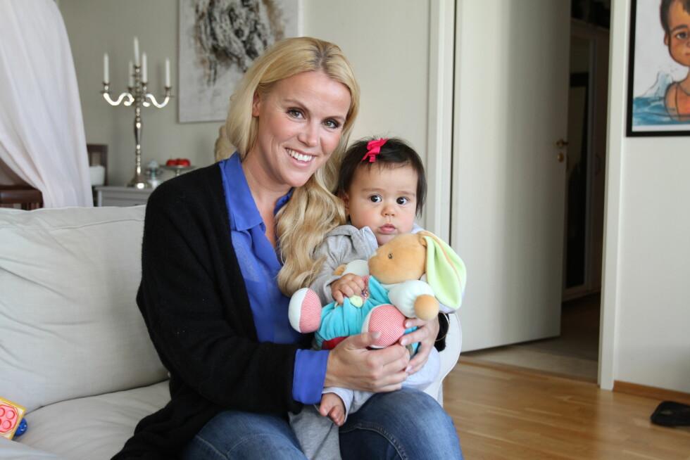 <strong>BEDRE:</strong> Ett år etter fødselen er alt mye bedre og Johanna setter mer pris på livet som mamma for lille Savannah. Foto: Curt Hjertstedt/Seoghør.no